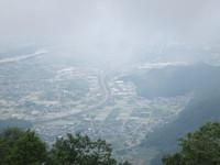 (写真中央)高速道路と山に挟まれた工業団地で、一番手前がうちの会社(分からないでしょうが)
