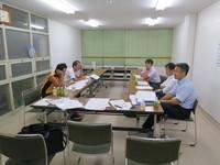 仕事を終え、若穂公民館に集まる競技・コース係員たち。