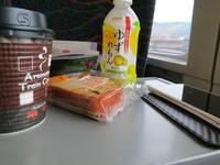 成田行きに飛び乗った。さっそく腹ごしらえ!!